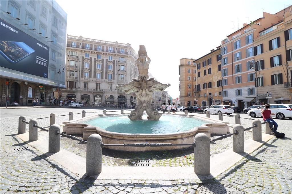 Piazza Barberini (1024 x 683)